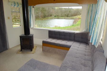 Unique lakeside retreat, log fire - Devon