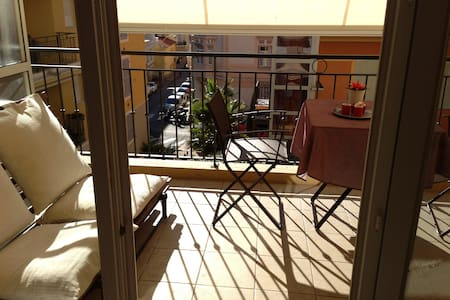 Sunny apartment 200m from the beach - Apartment