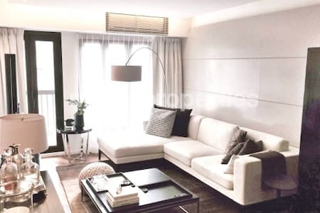 Modern Chic Apt in heart of Central