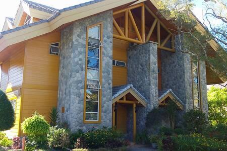 Cabin Homes - (3BR/10-12 pax) - Baguio