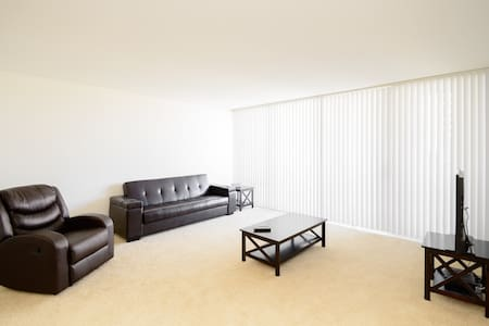 Spacious  modern 2 bedroom  apt - Huoneisto