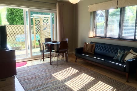Little Brockham annex sleeps 4 - Hus
