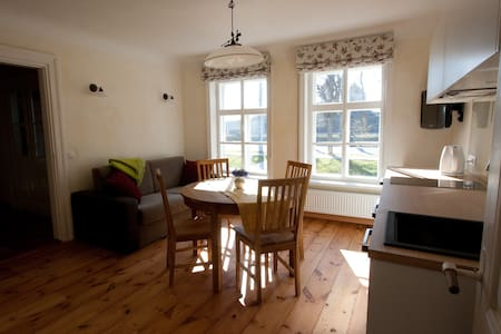 Cosy 2-apartment house with great Castle view - Kuressaare - Apartment
