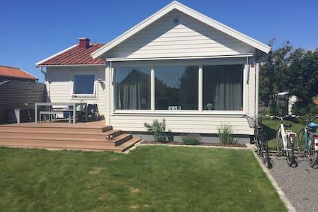 Härlig stuga/hus nära havet - Stuga