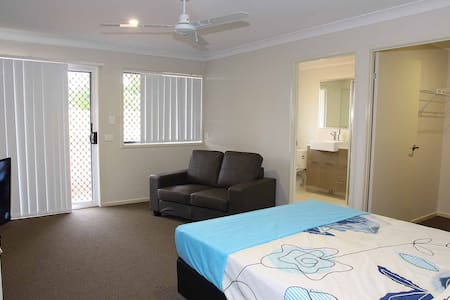 Very private room with ensuite - Wellington Point - Ev