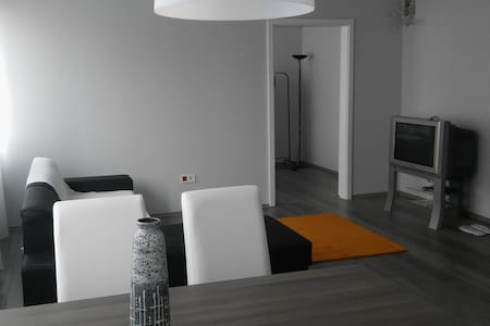 Modern, spacious apartmen in downtown w balcony - Vác - Huoneisto