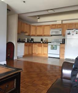 Downtown 2br/2ba Apartment