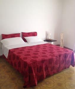 camera centro storico Trapani - Apartemen