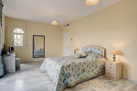 En suite Bed & Breakfast in Sotogrande, - San Roque