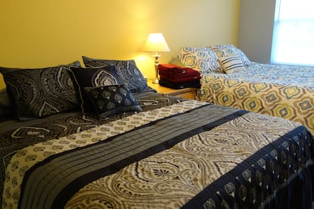SPACIOUS! 2 Queen Beds, Parking/WIFI - Clinton