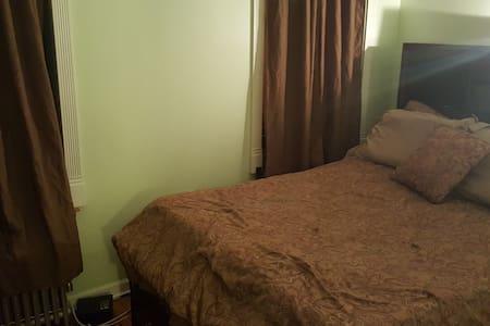 Nice quiet room for sightseeing - Bronx - Lägenhet