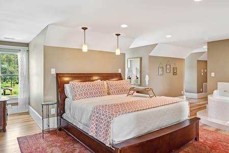 Longfellow Loft Luxury Suite - Bed & Breakfast