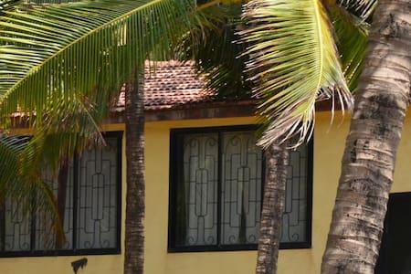 Дом с 3-мя спальнями у пляжа Ашвем - Pernem - Hus