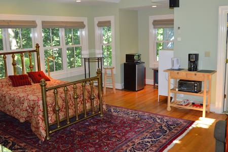 Roomy Ellicott City Carriage House - Ellicott City - Bed & Breakfast