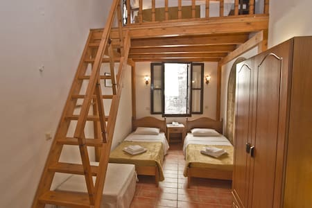 Family Suite in medieval town of Rhodes - Rhodos - Bed & Breakfast