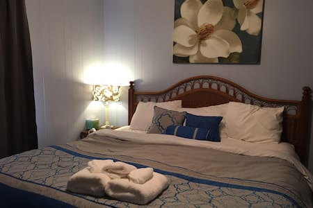 King Bed, in Southern Cottage. - Citronelle - Maison
