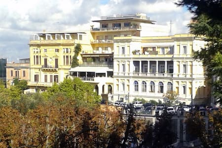 Marilyn's House 1 vicina  a tutto roma vi aspetta - Frascati - House