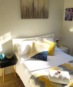 Sunny Peaceful 1br in Cozy Apt, close to CBD, WiFi - Apartemen