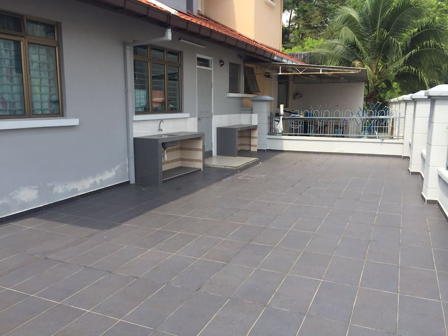 Backyard space with washing sink. Suitable for BBQ area, kids play area and etc