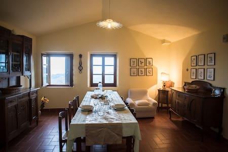 Casolare ristrutturato tra Umbria e Toscana - Apartment