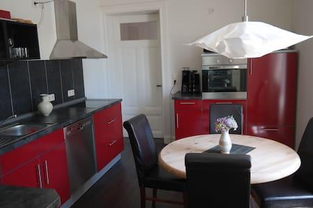 Renovierte Altbauwohnung/Stadt Leer - Leer (Ostfriesland) - Apartment