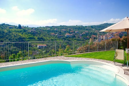Stunning apartment in villa with beautiful pool - Imperia
