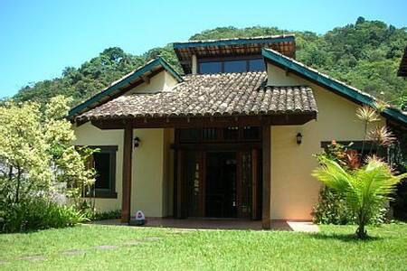 Casa Charmosa em Camburi - São Sebastião