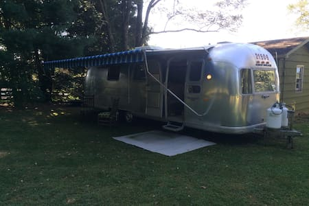 Vintage 72 land yacht airstream. - Boone