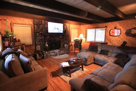 Large Cabin Walkable to Snow Summit- New Game Room - Big Bear Lake - Ev