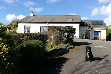 Dingle peninsular hillside house - Annascaul