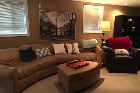 Cozy basement apartment in Guelph - Guelph - Wohnung