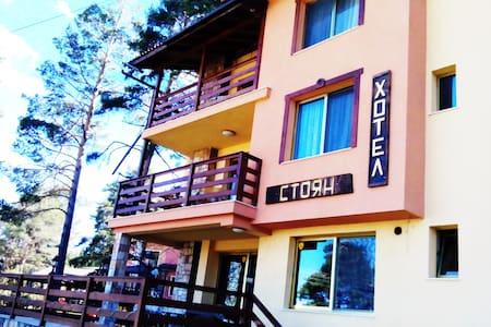 Хотел СТОЯН - малък семеен хотел тип вила, къща за - Tsigov chark - Huis