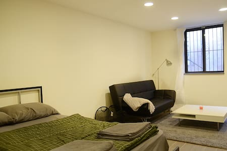 Room type: Private room Property type: House Accommodates: 3 Bedrooms: 1 Bathrooms: 3