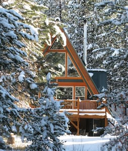 Pet-Friendly, Secluded Cabin on Crescent Creek - Crescent - Stuga