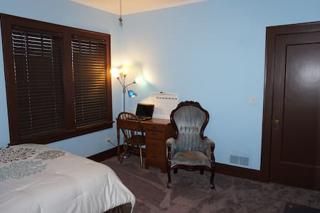 A Restful Place in the City, Room 3 - Omaha - House
