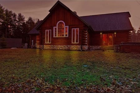 Beautiful Log Home in Countryside - Belmont - House