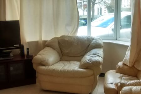 Lovely double room with good views and very comfy - Casa