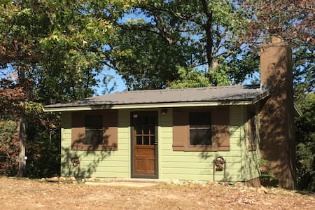 GRAND LAKE, OK -CABIN IN THE WOODS! - Cottage