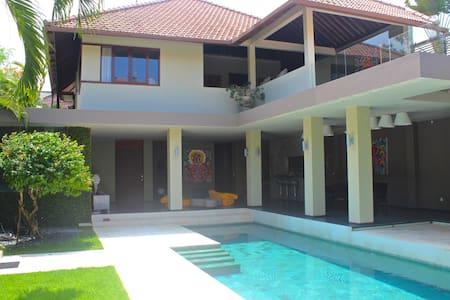 Seminyak designer villa, 16 m pool - Kuta - Villa