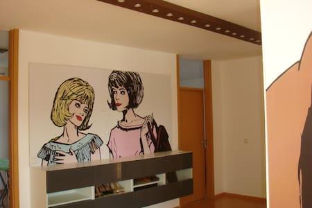 Zimmer in einer Penthauswohnung - Wohnung