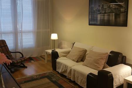 Apartamento con terraza , piscina y garaje. - Apartment