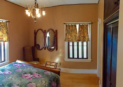 Quaint Suite in Historic Sunny Lake Bemidji Home - Bemidji