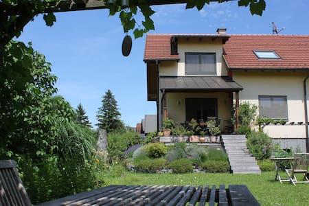 2 Schlafzimmer im Haus mit Garten - Salzburg