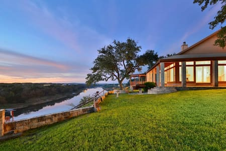 Palatial Spicewood Home & Cabin - Spicewood