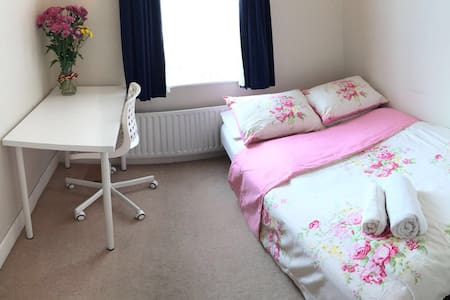 Cosy room in a clean house - Gateshead - Lejlighed