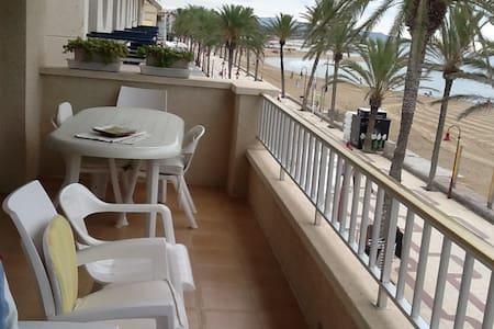 Primera línea de mar y playa cerca de BCN. - Wohnung