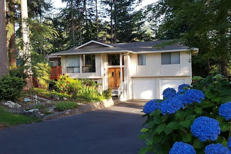 Large one bedroom apartment close to Uptown G. H. - Gig Harbor - House