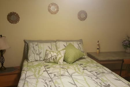 Bedroom with private bath, close to TTU - Lubbock - Apartment