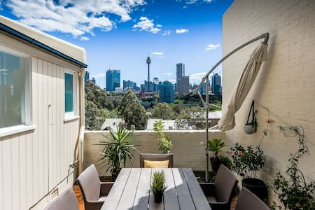 Sunny, private with great views in Potts Point. - Potts Point