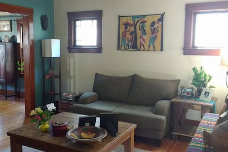 Centrally-located, Beautiful 1920 Home, Private - Huis